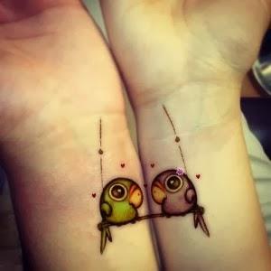 foto-tatuagens-fofas-casal-passarinhos-pulso-300x300