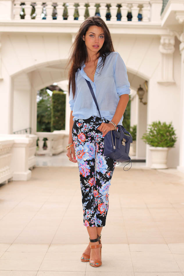 look-do-dia-calça-floral-camisa-azul